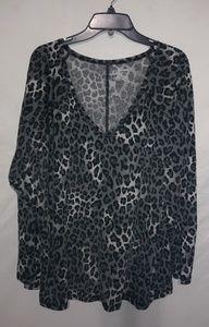 Avenue Gray Black Leopard Top Sz 26/28 Plus
